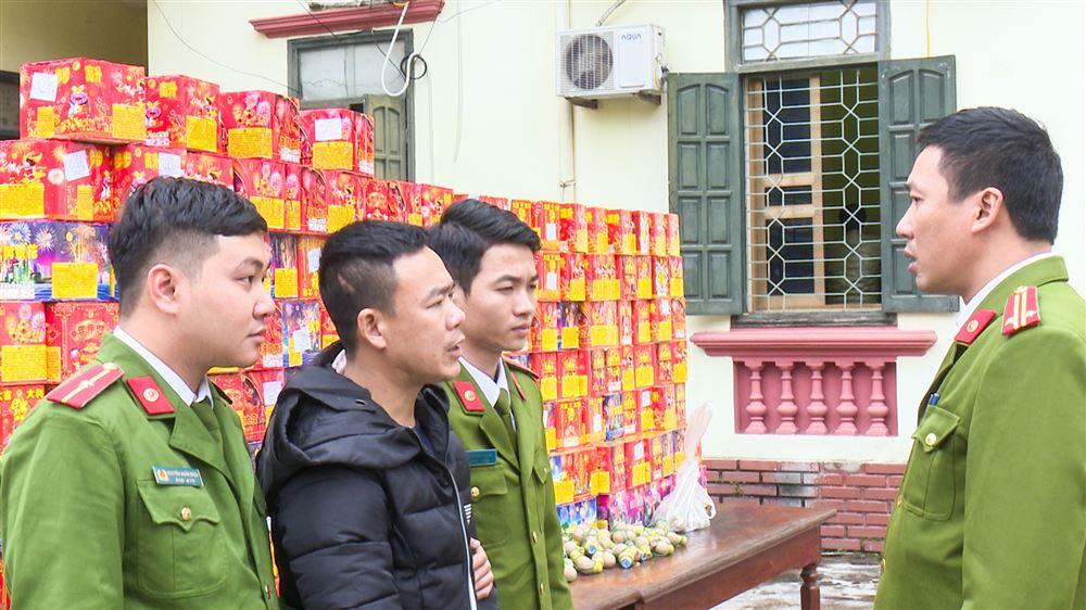 Đối tượngHoàng Minh Tú khai nhận tại cơ quan điều tra là nhập hơn 300kg pháo nổ các loạitừ Lạng Sơn