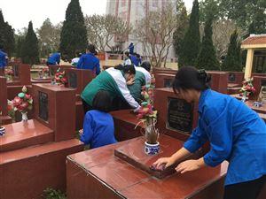 Tuổi trẻ Thanh Thủy tổ chức vệ sinh nghĩa trang liệt sỹ nhân dịp Tết Nguyên đán Tân Sửu 2021