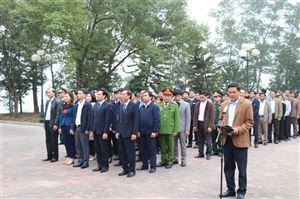 Huyện ủy - HĐND - UBND huyện tổ chức viếng các anh hùng liệt sỹ, mẹ VNAH